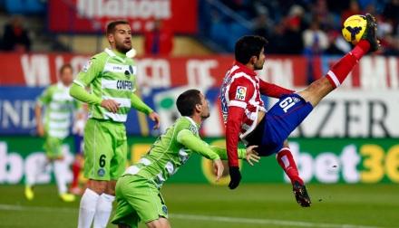 Momento en el que Costa conecta la chilena./Foto:Atlético de Madrid
